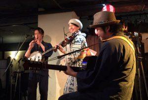 京都のアイリッシュバンド、Cocopeliena(ココペリーナ)のライブ写真